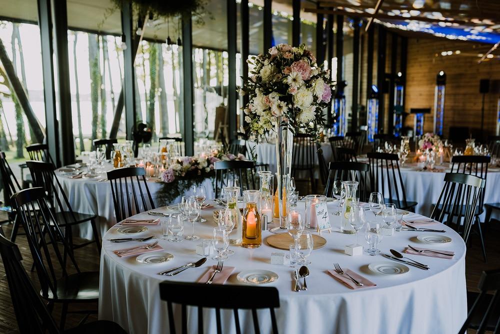 dekoracje-weselne-w-miedzy-deskami-w-tomaszkowie