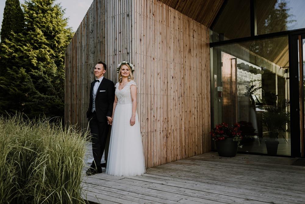 nowożeńcy-wesele-miedzy-deskami