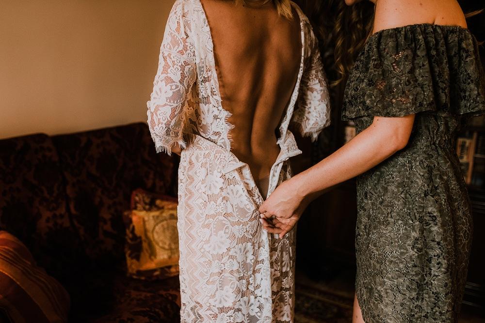 tył-sukni-ślubnej-szytej-na-miarę-w-warszawiwe
