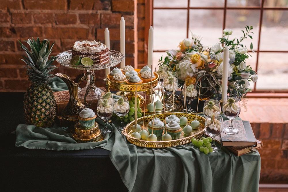słodki-stół-na-weselu-dekoracje