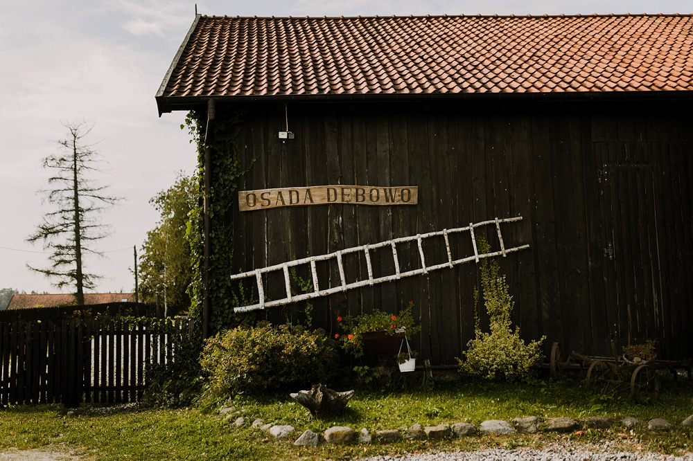 osada-debowo-widok-na-stodole
