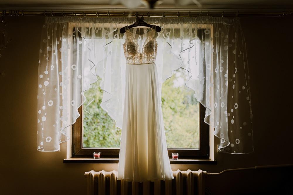 przepiekna-ekspozycja-sukni-slubnej-z-salonu-la.lila